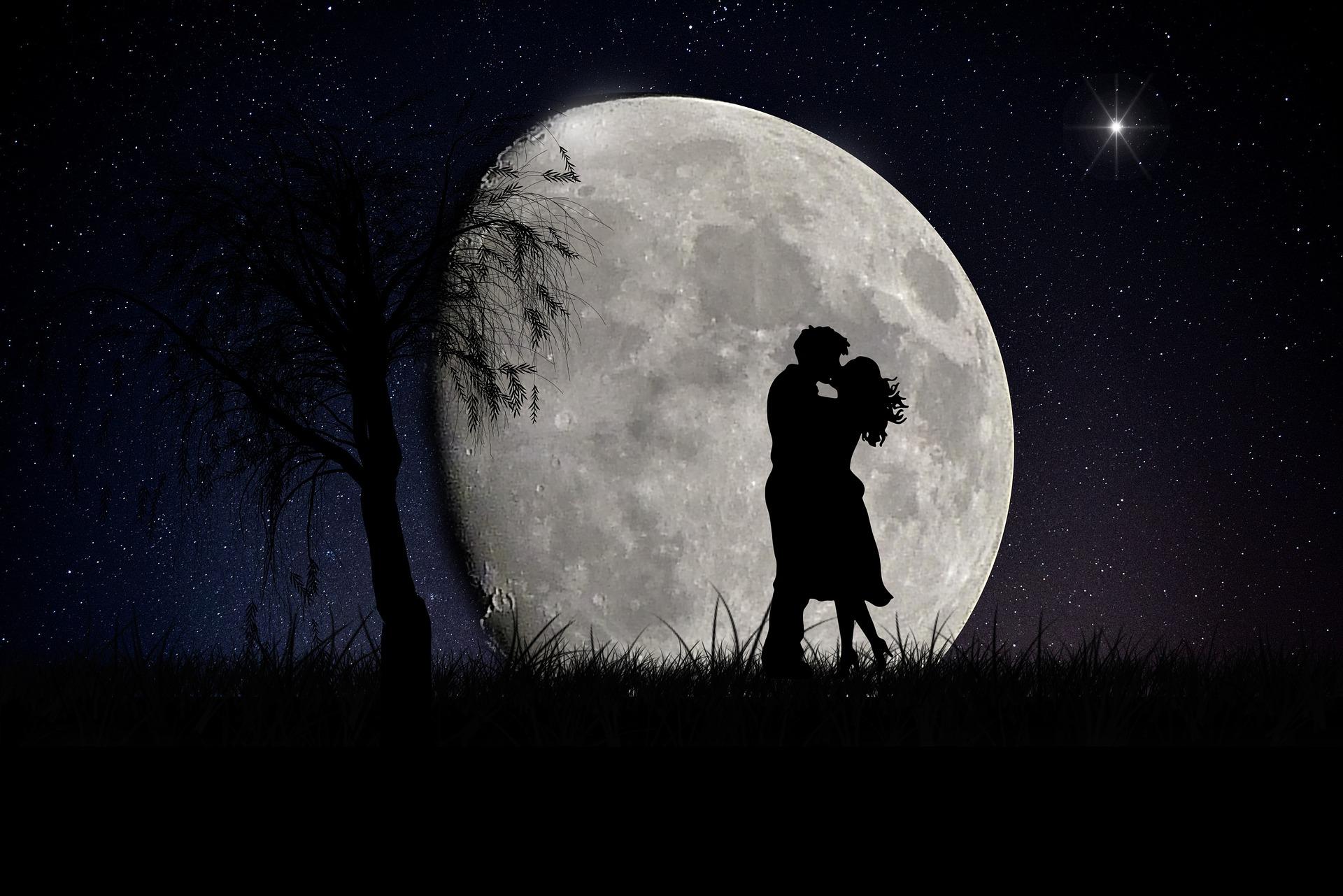 moon-2106892_1920.jpg
