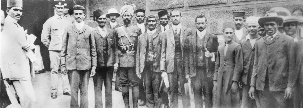 Gandhi_near_prison.jpg