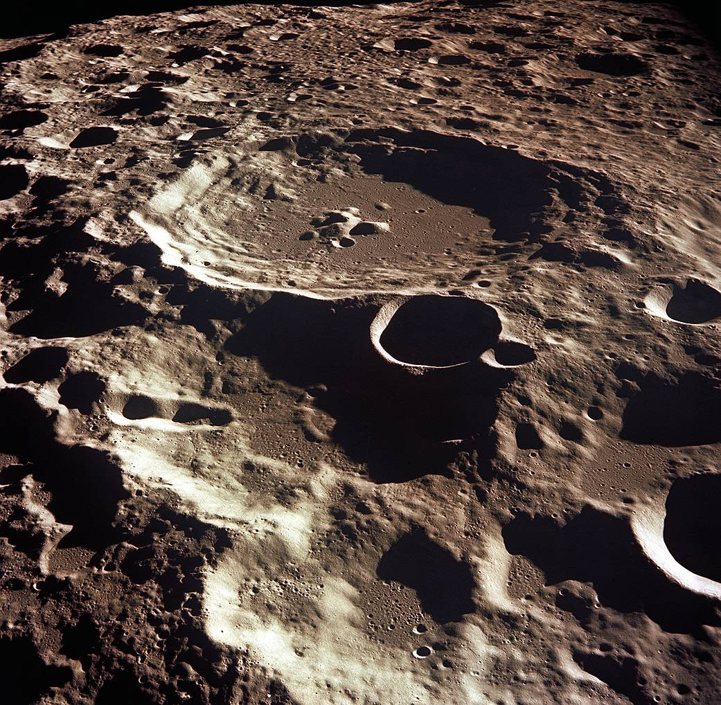 as11_44_6609_moon-crater308_NASA.jpg