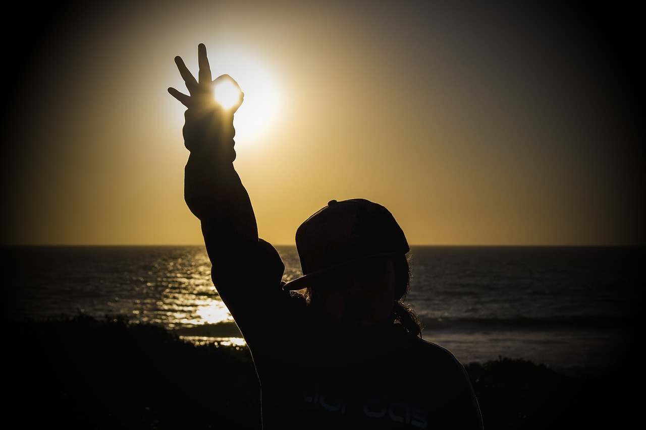 sunset-2427003_1280.jpg