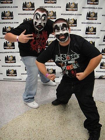 360px-Wizard_World_Anaheim_2011_-_Insane_Clown_Posse_(5675035364).jpg