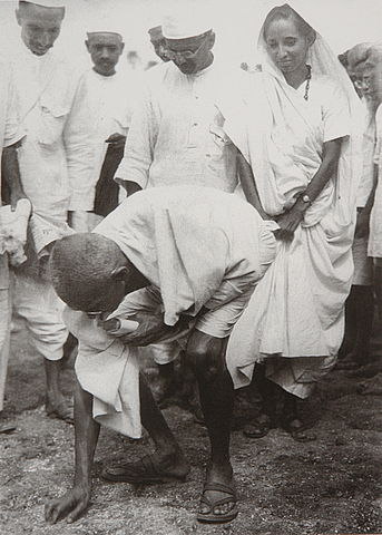 Gandhi_at_Dandi_5_April_1930.jpg